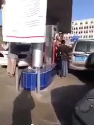 بالفيديو.. الحوثيون يستولون على محطة مخصصة لتعبئة سيارات النساء ! - المواطن