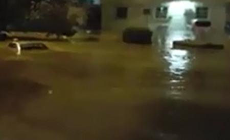 حي الشفاء بالرياض يغرق بمياه الامطار
