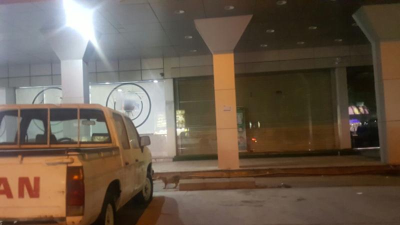 حَشَرَة تتسبب في إغلاق مطعم شهير بالدمام (1) 