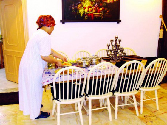 خادمه 1 خادمة
