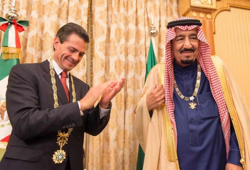 خادم الحرمين الشريفين، يقلد فخامة الرئيس المكسيكي 1