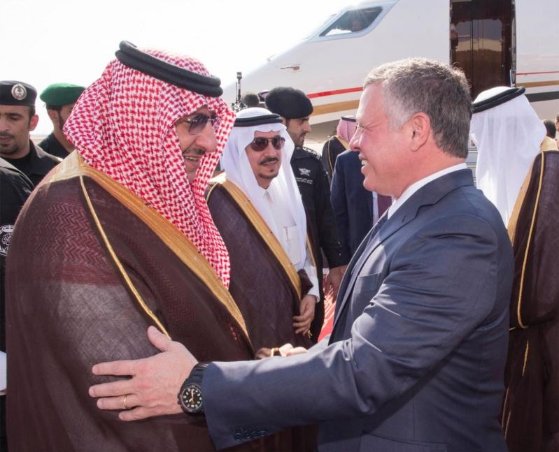 خادم الحرمين الشريفين في مقدمة مستقبلي جلالة الملك عبدالله الثاني ملك المملكة الأردنية الهاشمية1
