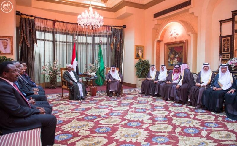 خادم الحرمين الشريفين ورئيس جمهورية السودان يعقدان جلسة مباحثات2