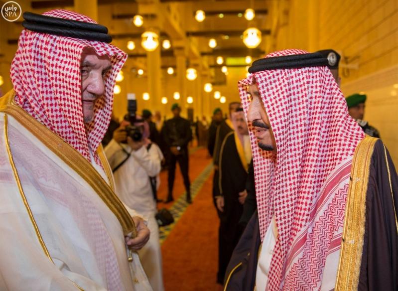 خادم الحرمين الشريفين يؤدي صلاة الميت على سمو الأمير بندر بن فيصل بن عبدالعزيز رحمه الله 6