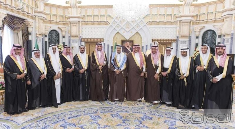 خادم الحرمين الشريفين يتسلم شهادة الدكتوراة الفخرية2