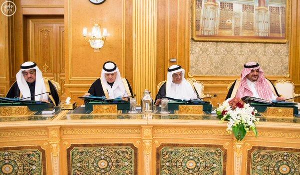 خادم الحرمين الشريفين يرأس جلسة مجلس الوزراء10
