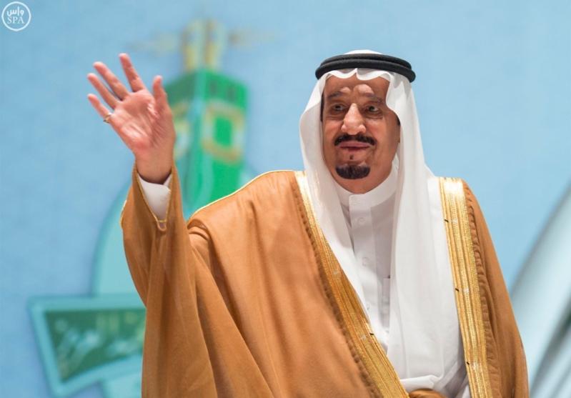 خادم الحرمين الشريفين يرعى احتفال جامعة الملك عبدالعزيز12
