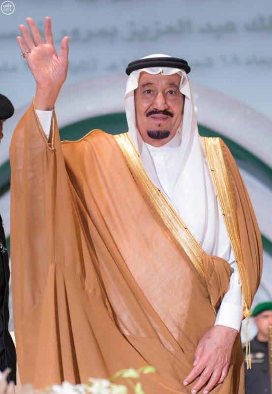 خادم الحرمين الشريفين يرعى احتفال جامعة الملك عبدالعزيز15