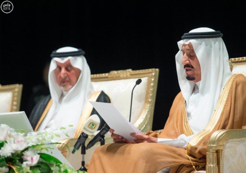 خادم الحرمين الشريفين يرعى احتفال جامعة الملك عبدالعزيز2
