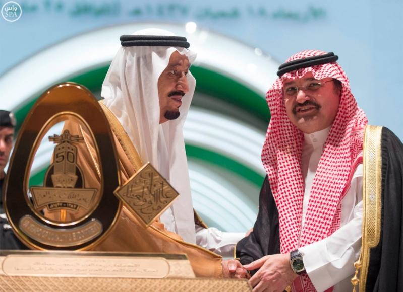 خادم الحرمين الشريفين يرعى احتفال جامعة الملك عبدالعزيز7