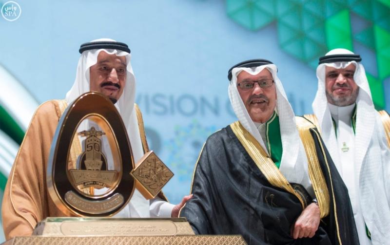 خادم الحرمين الشريفين يرعى احتفال جامعة الملك عبدالعزيز8