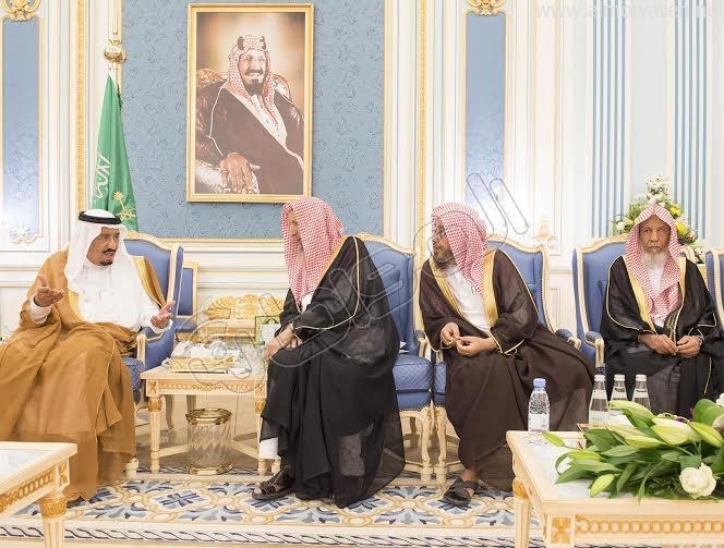 خادم الحرمين الشريفين يستقبل أصحاب السمو الأمراء وسماحة المفتي وجموعا من المواطنين 2