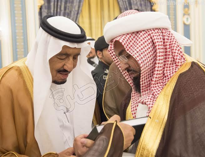 خادم الحرمين الشريفين يستقبل أصحاب السمو الأمراء وسماحة المفتي وجموعا من المواطنين 6