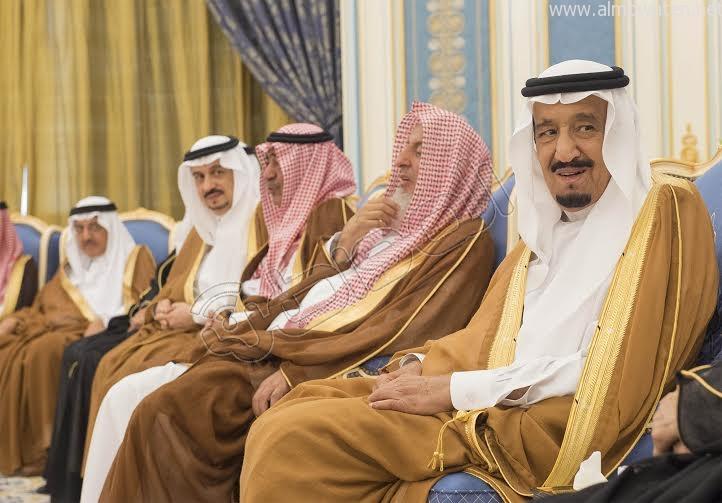 خادم الحرمين الشريفين يستقبل أصحاب السمو الأمراء وسماحة المفتي وجموعا من المواطنين 8