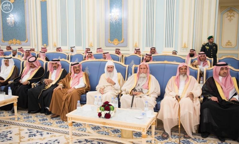 خادم الحرمين الشريفين يستقبل أصحاب السمو الأمراء وسماحة مفتي عام المملكة وجموعاً من المواطنين12