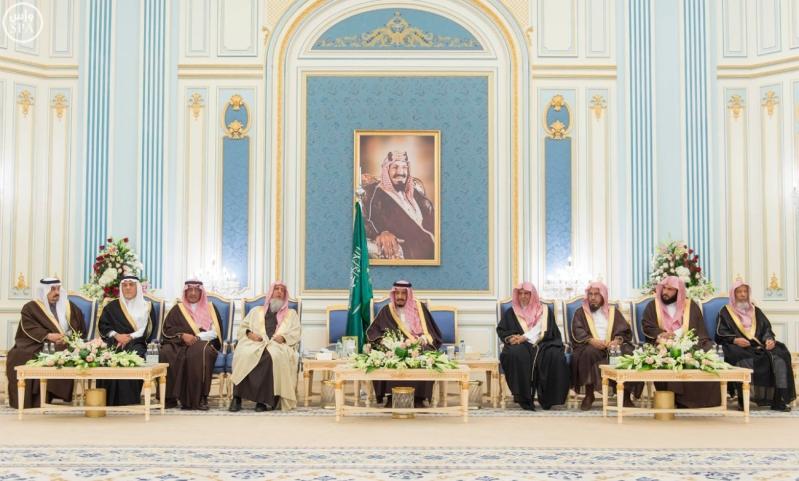خادم الحرمين الشريفين يستقبل أصحاب السمو الأمراء وسماحة مفتي عام المملكة وجموعاً من المواطنين7