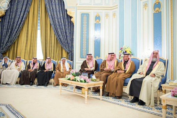 خادم الحرمين الشريفين يستقبل أصحاب السمو الأمراء ومفتي عام المملكة وأصحاب الفضيلة العلماء1