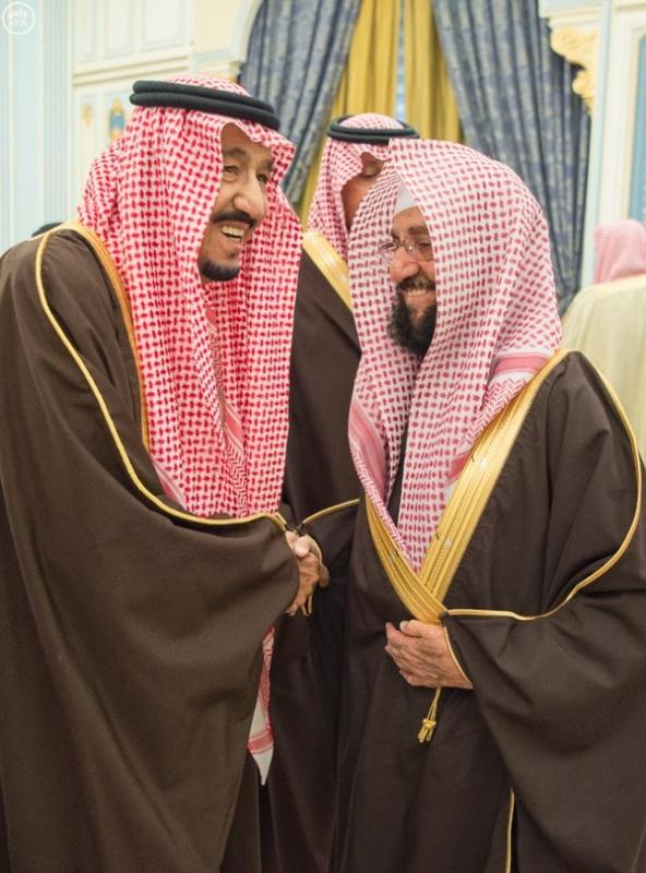 خادم الحرمين الشريفين يستقبل أصحاب السمو الأمراء ومفتي عام المملكة وأصحاب الفضيلة العلماء2