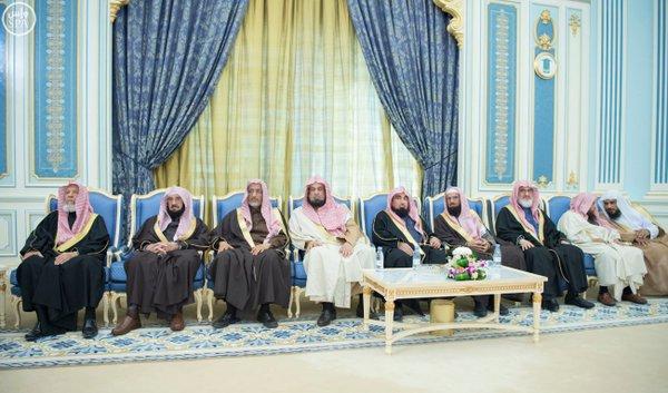 خادم الحرمين الشريفين يستقبل أصحاب السمو الأمراء ومفتي عام المملكة وأصحاب الفضيلة العلماء7