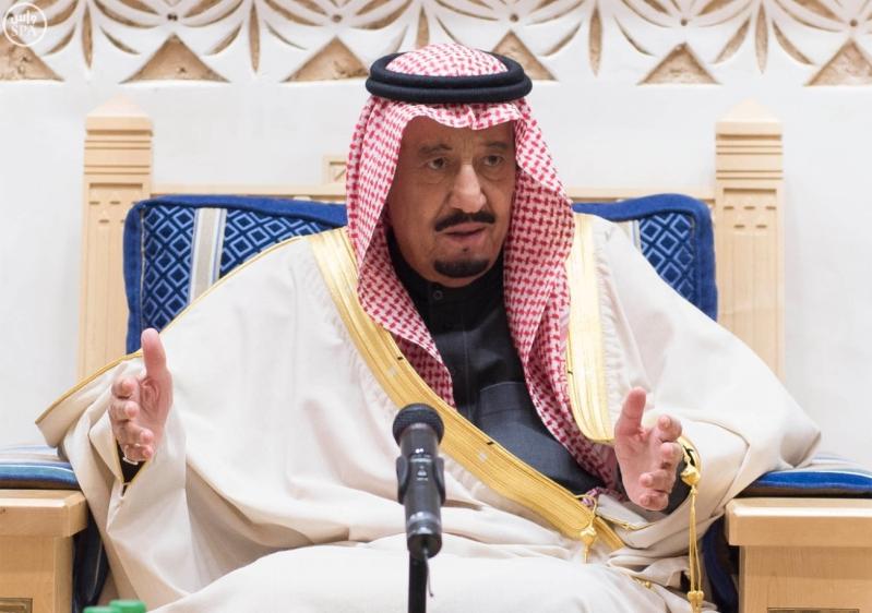خادم الحرمين الشريفين يستقبل أعضاء المعارضة السورية الذين اختتموا اجتماعاتهم في الرياض