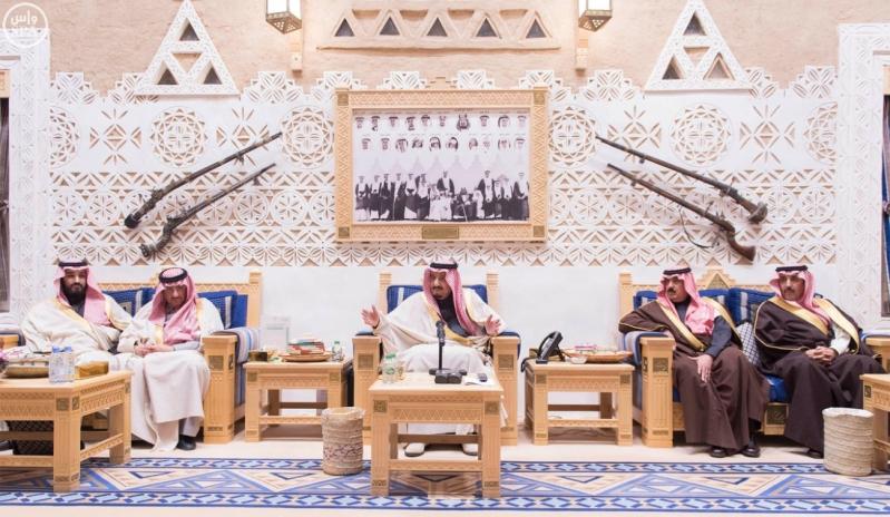 خادم الحرمين الشريفين يستقبل أعضاء المعارضة السورية الذين اختتموا اجتماعاتهم في الرياض1