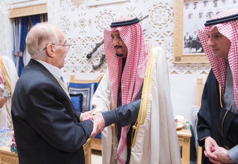خادم الحرمين الشريفين يستقبل أعضاء المعارضة السورية الذين اختتموا اجتماعاتهم في الرياض2