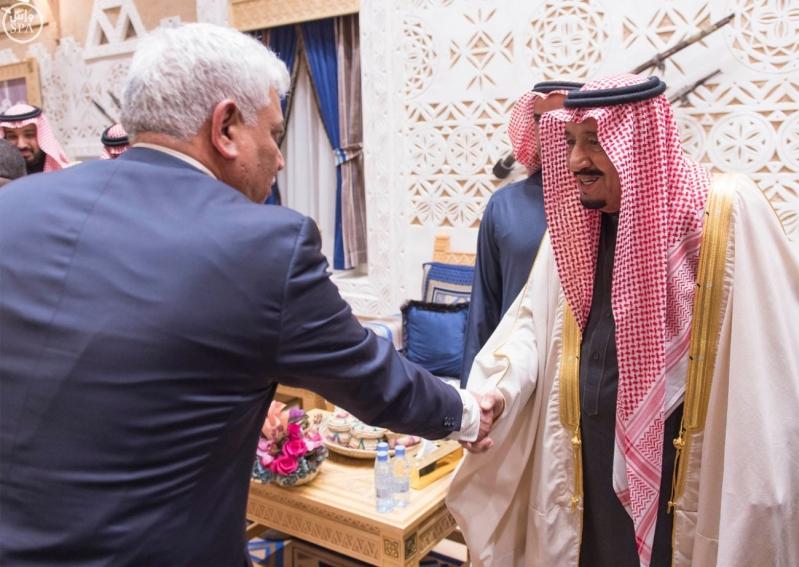 خادم الحرمين الشريفين يستقبل أعضاء المعارضة السورية الذين اختتموا اجتماعاتهم في الرياض4