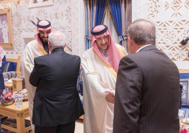 خادم الحرمين الشريفين يستقبل أعضاء المعارضة السورية الذين اختتموا اجتماعاتهم في الرياض5