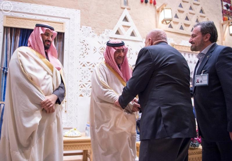 خادم الحرمين الشريفين يستقبل أعضاء المعارضة السورية الذين اختتموا اجتماعاتهم في الرياض7