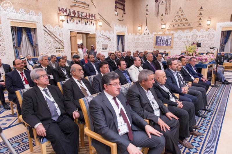 خادم الحرمين الشريفين يستقبل أعضاء المعارضة السورية الذين اختتموا اجتماعاتهم في الرياض88