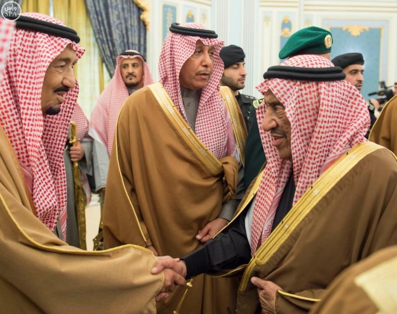 خادم الحرمين الشريفين يستقبل الأمراء والمفتي والعلماء وجموعاً من المواطنين.7