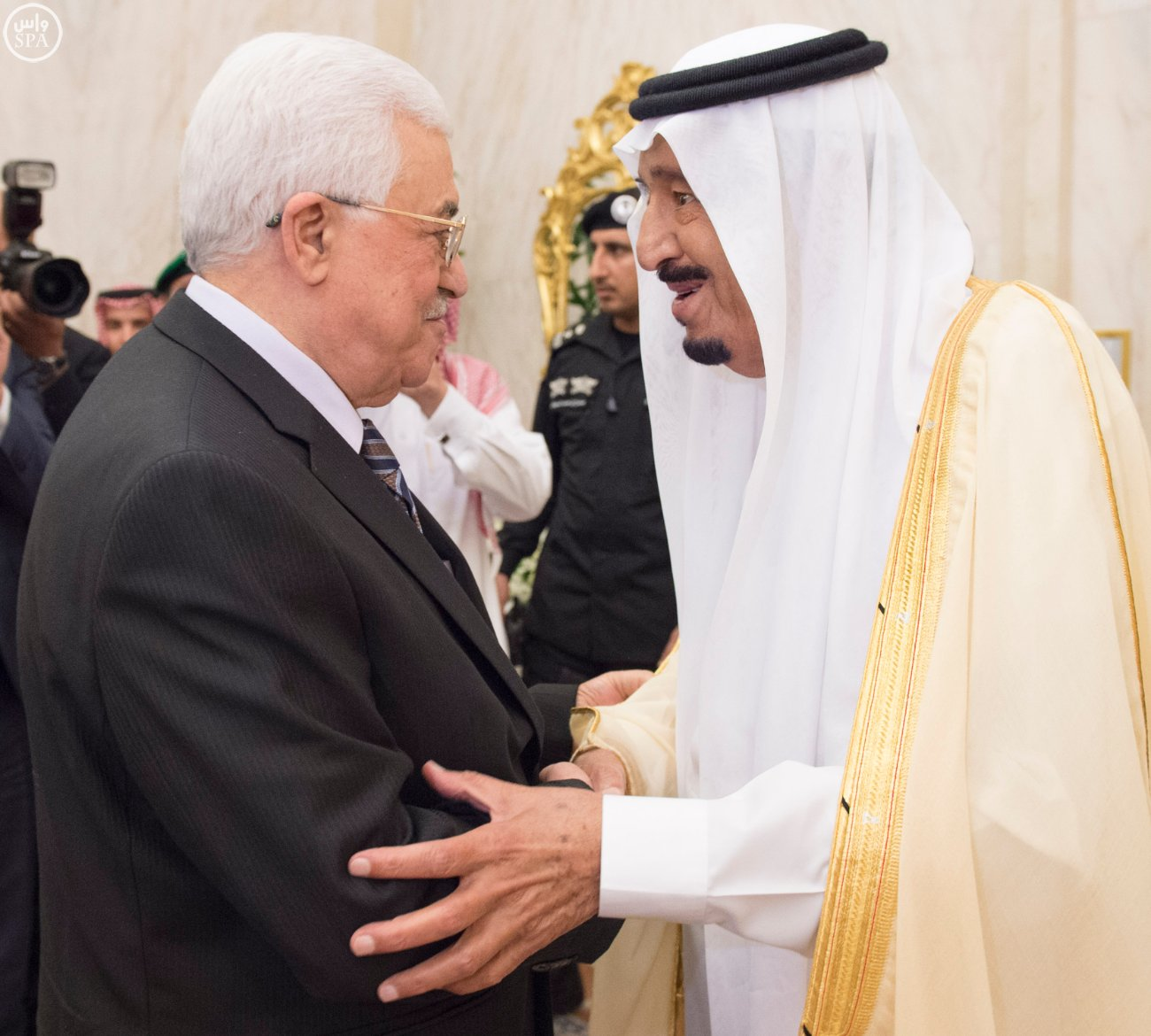 خادم الحرمين الشريفين يستقبل الرئيس الفلسطيني (2)