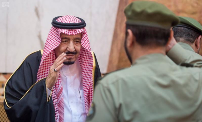 خادم الحرمين الشريفين يستقبل المعزين في وفاة صاحب السمو الملكي الأمير تركي 10