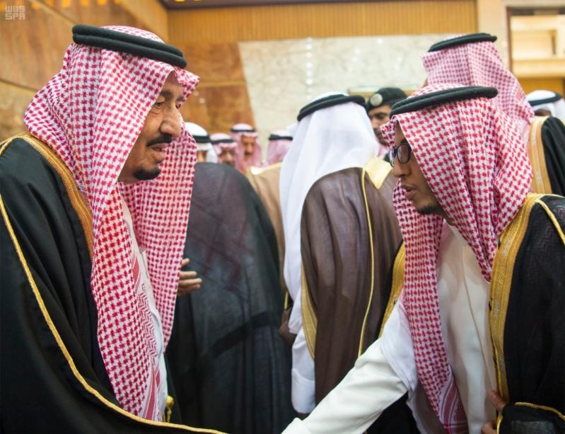 خادم الحرمين الشريفين يستقبل المعزين في وفاة صاحب السمو الملكي الأمير تركي 15