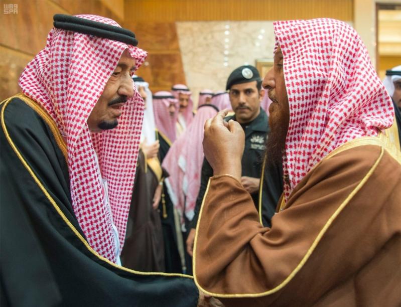 خادم الحرمين الشريفين يستقبل المعزين في وفاة صاحب السمو الملكي الأمير تركي 17
