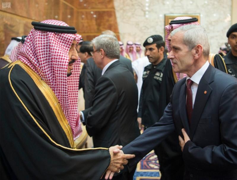 خادم الحرمين الشريفين يستقبل المعزين في وفاة صاحب السمو الملكي الأمير تركي 19