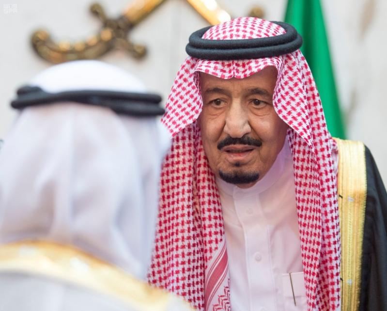 خادم الحرمين الشريفين يستقبل المعزين في وفاة صاحب السمو الملكي الأمير تركي 2