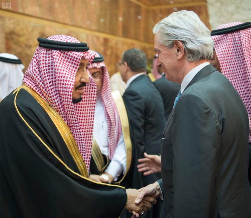 خادم الحرمين الشريفين يستقبل المعزين في وفاة صاحب السمو الملكي الأمير تركي 24