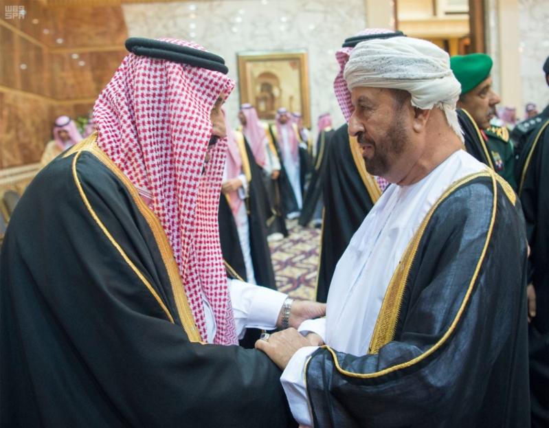 خادم الحرمين الشريفين يستقبل المعزين في وفاة صاحب السمو الملكي الأمير تركي 30