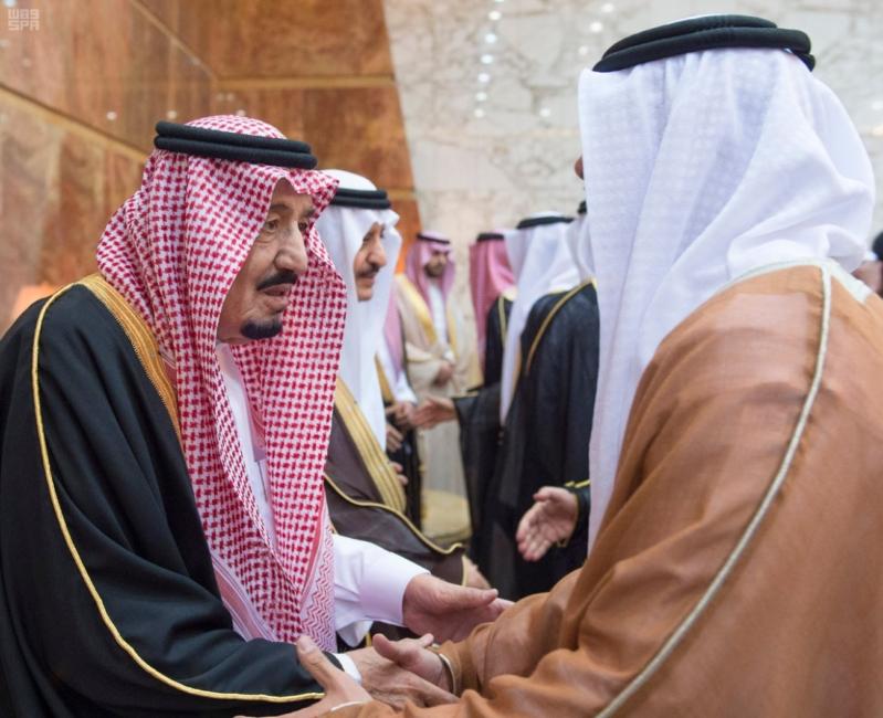 خادم الحرمين الشريفين يستقبل المعزين في وفاة صاحب السمو الملكي الأمير تركي 4