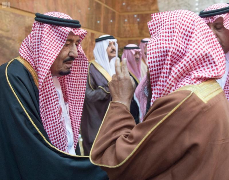 خادم الحرمين الشريفين يستقبل المعزين في وفاة صاحب السمو الملكي الأمير تركي 5