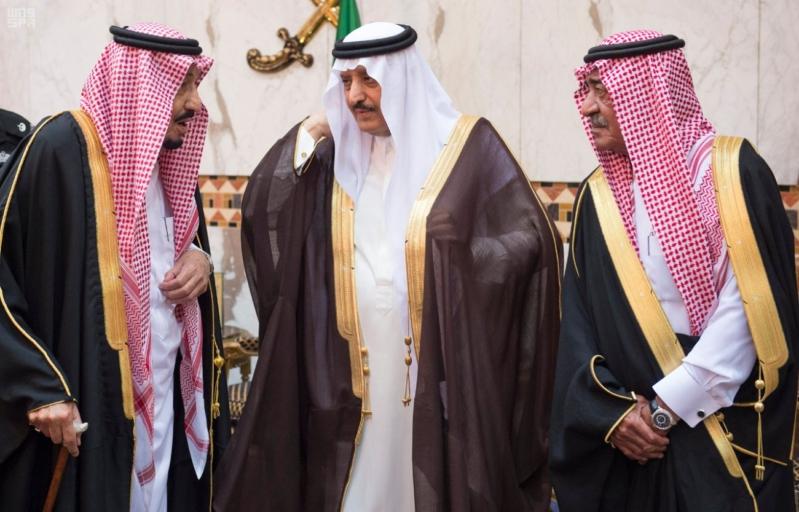 خادم الحرمين الشريفين يستقبل المعزين في وفاة صاحب السمو الملكي الأمير تركي 7