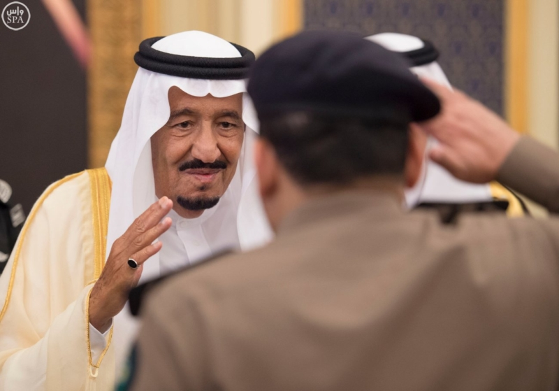 خادم الحرمين الشريفين يستقبل المهنئين بشهر رمضان المبارك (31195662) 