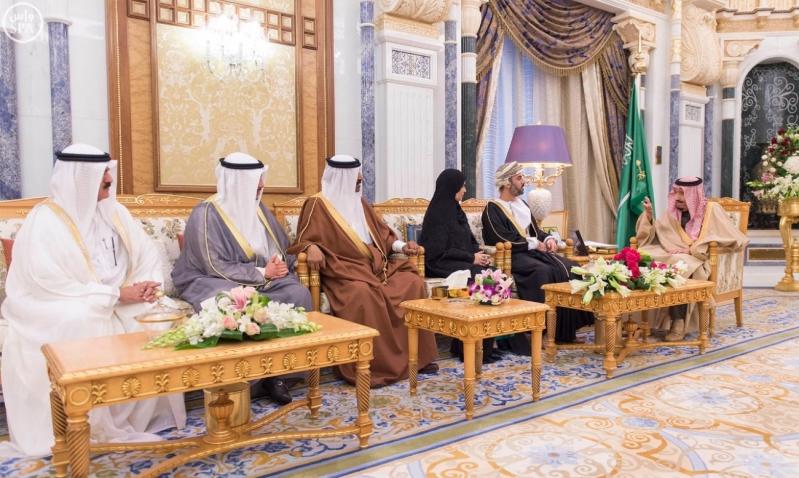 خادم الحرمين الشريفين يستقبل رؤساء مجالس الشورى والنواب والوطني والأمة الخليجيين المشاركين في الاجتماع التاسع للمجالس