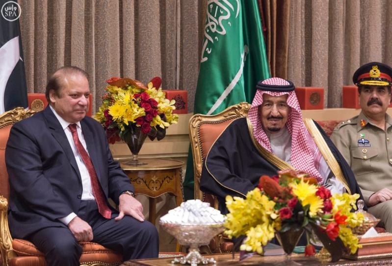خادم الحرمين الشريفين يستقبل رئيس الوزراء الباكستاني4