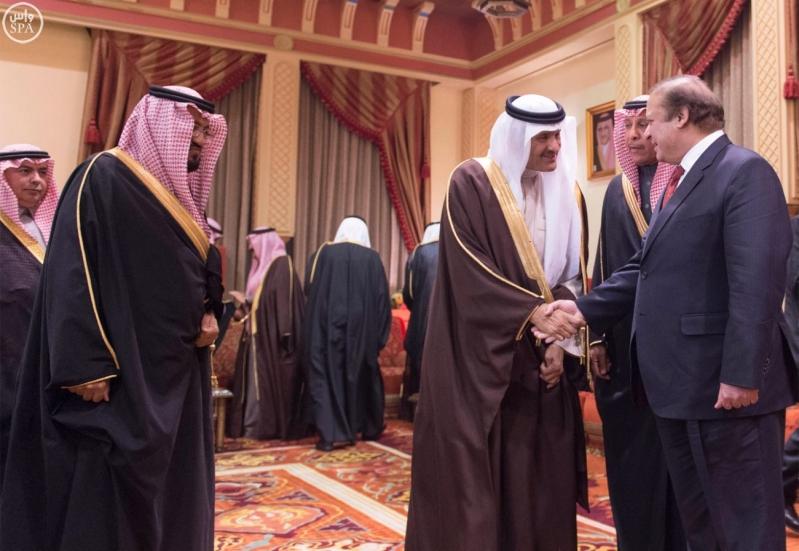 خادم الحرمين الشريفين يستقبل رئيس الوزراء الباكستاني5