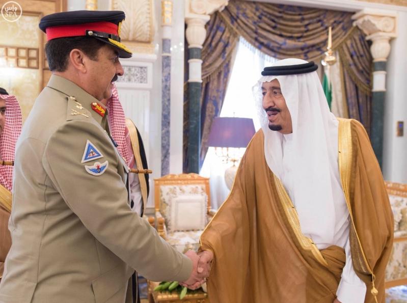 خادم الحرمين الشريفين يستقبل قائد الجيش الباكستاني1