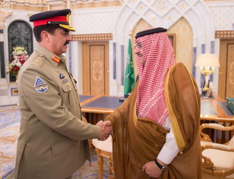 خادم الحرمين الشريفين يستقبل قائد الجيش الباكستاني2