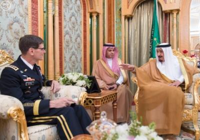 خادم الحرمين الشريفين يستقبل قائد القيادة المركزية الأمريكية (130070341) 