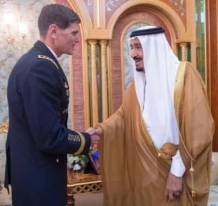 خادم الحرمين الشريفين يستقبل قائد القيادة المركزية الأمريكية (130070343) 